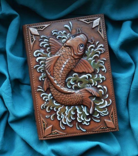 """Ежедневник А5 формата в кожаной обложке c художественным объемным тиснением ручной работы """"Рыба Кои"""""""