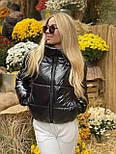 Короткая женская лаковая куртка на молнии без капюшона 3701172, фото 5