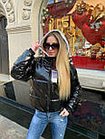 Короткая женская лаковая куртка на молнии без капюшона 3701172, фото 7