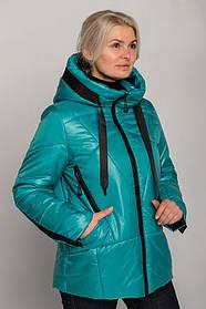 Эффектная бирюзовая куртка женская с черной отделкой утепленная силиконом, большие  размеры от 46 до 60