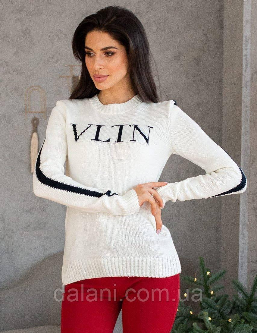 Жіночий білий в'язаний светр