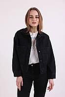 Жіноча джинсова куртка чорного кольору з великими кишенями