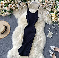 Женское платье-футляр без рукавов