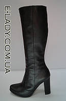 Классические кожаные демисезонные сапожки на высоком каблуке