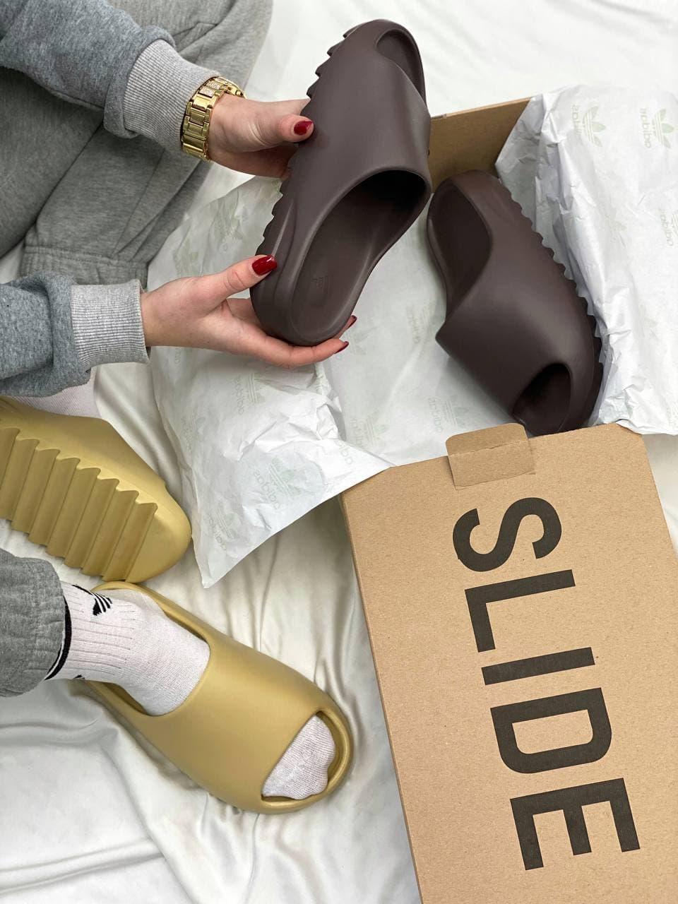Женские шлепки Adidas Yeezy Slide Soot (черные) YE024 резиновые тапочки на лето
