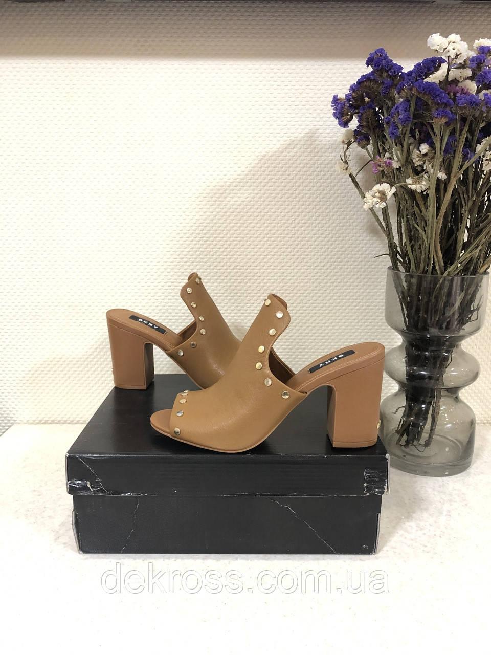 Мюли/ туфлі на підборах/ шльопанці /сланці жіночі DKNY hes mule w / studs 8 38