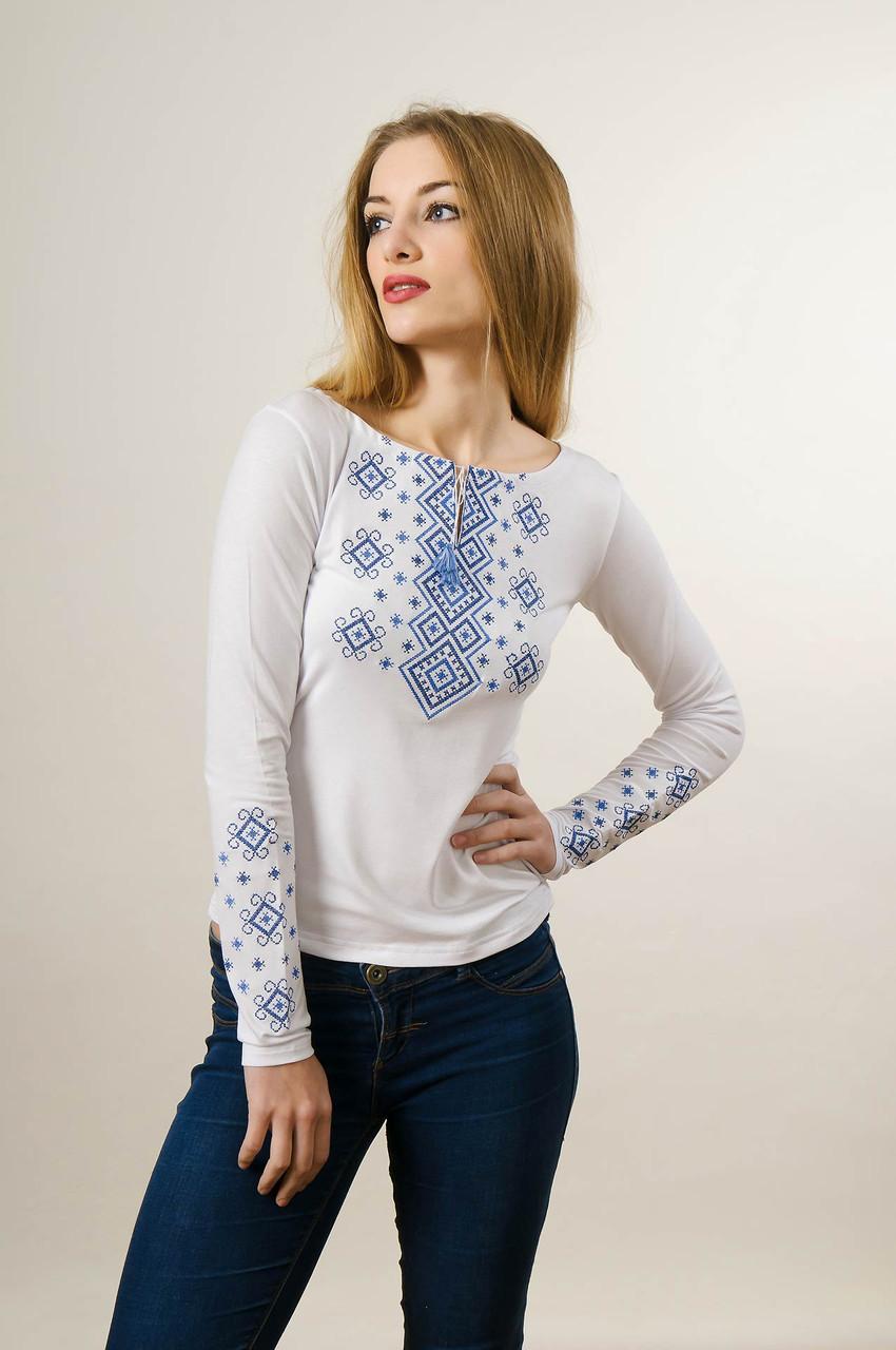 Молодежная женская вышитая футболка белого цвета «Голубой карпатский орнамент»