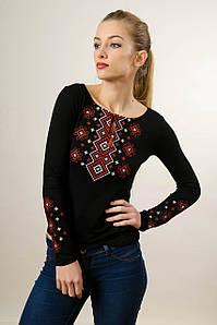 Изящная черная женская вышитая футболка «Карпатский орнамент (красная вышивка)»
