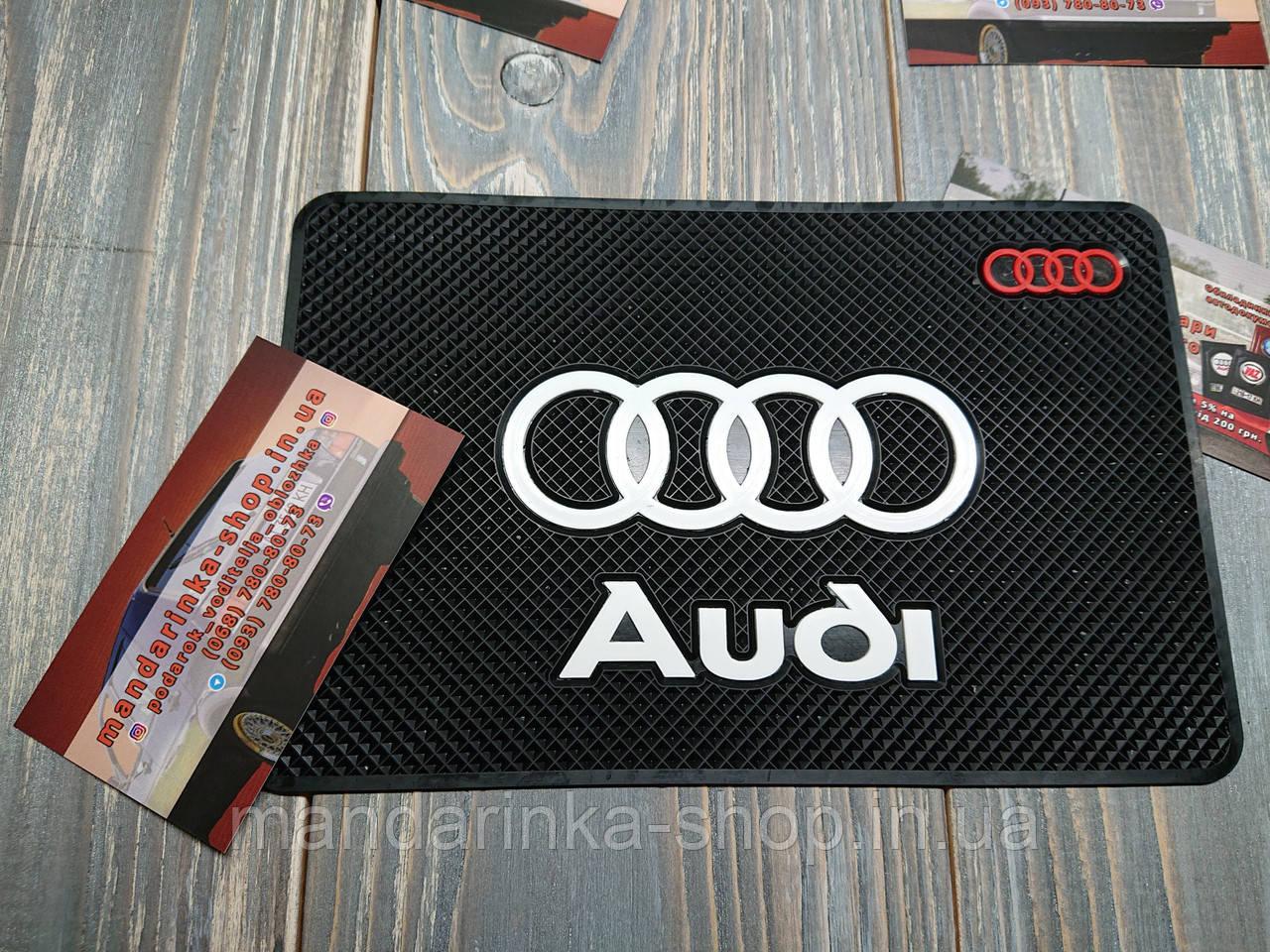 Антиковзаючий килимок на панель авто Audi (Ауді)