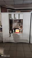 Красивая белая стенка  ТВ  в классическом стиле с резными фасадами