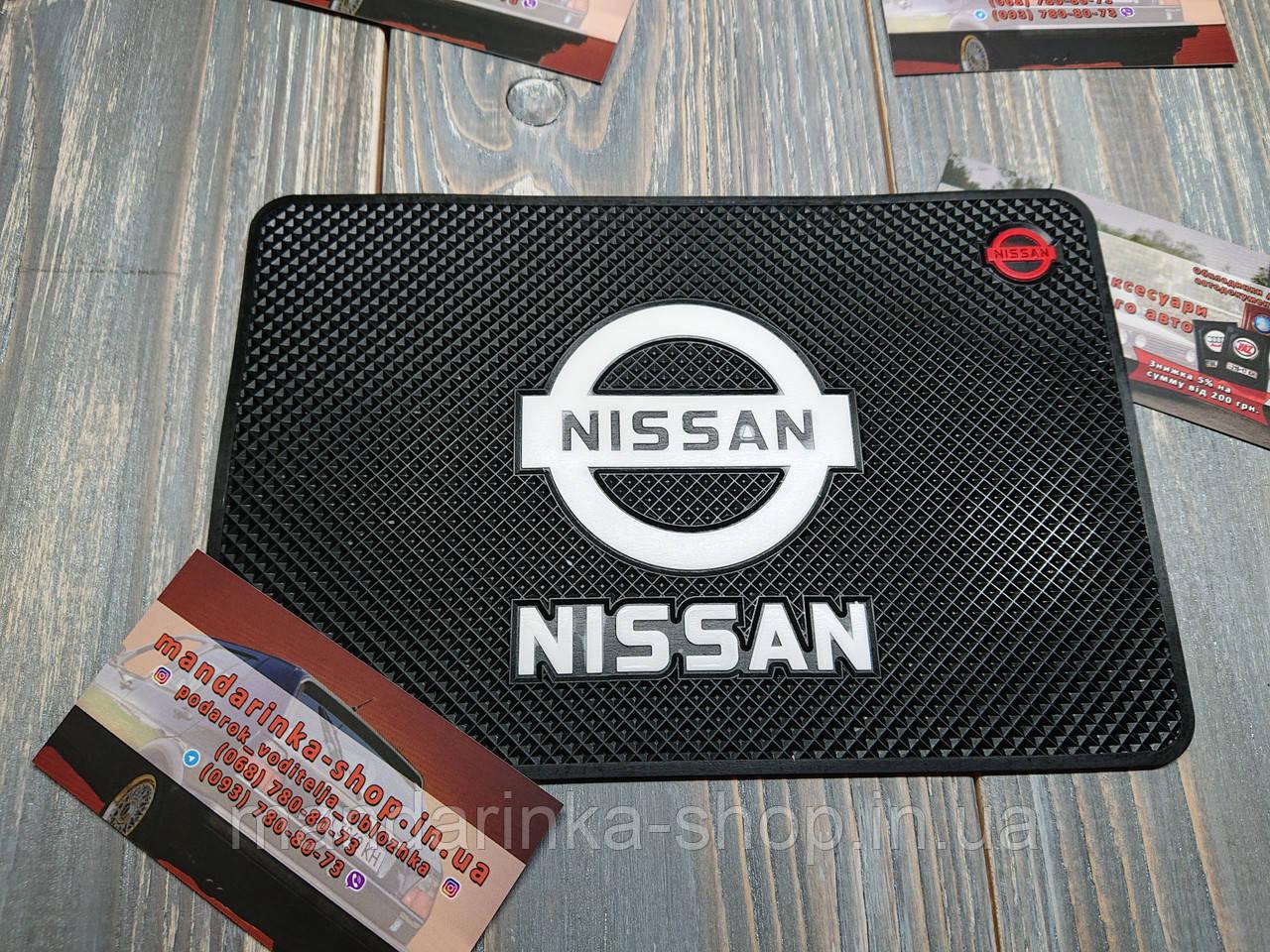 Антиковзаючий килимок на панель авто Nissan (Ніссан)