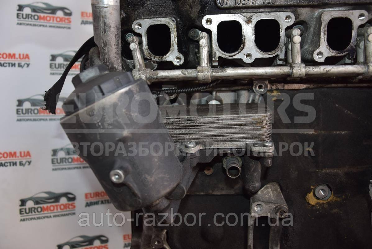 Корпус масляного фільтра VW Transporter (T5) 2003-2015 2.5 tdi 070115389e