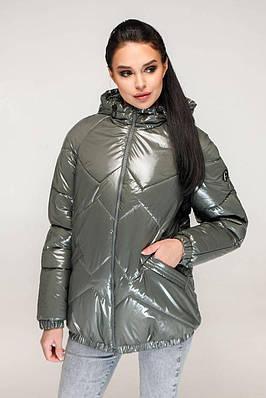 Демісезонна куртка жіноча лакова