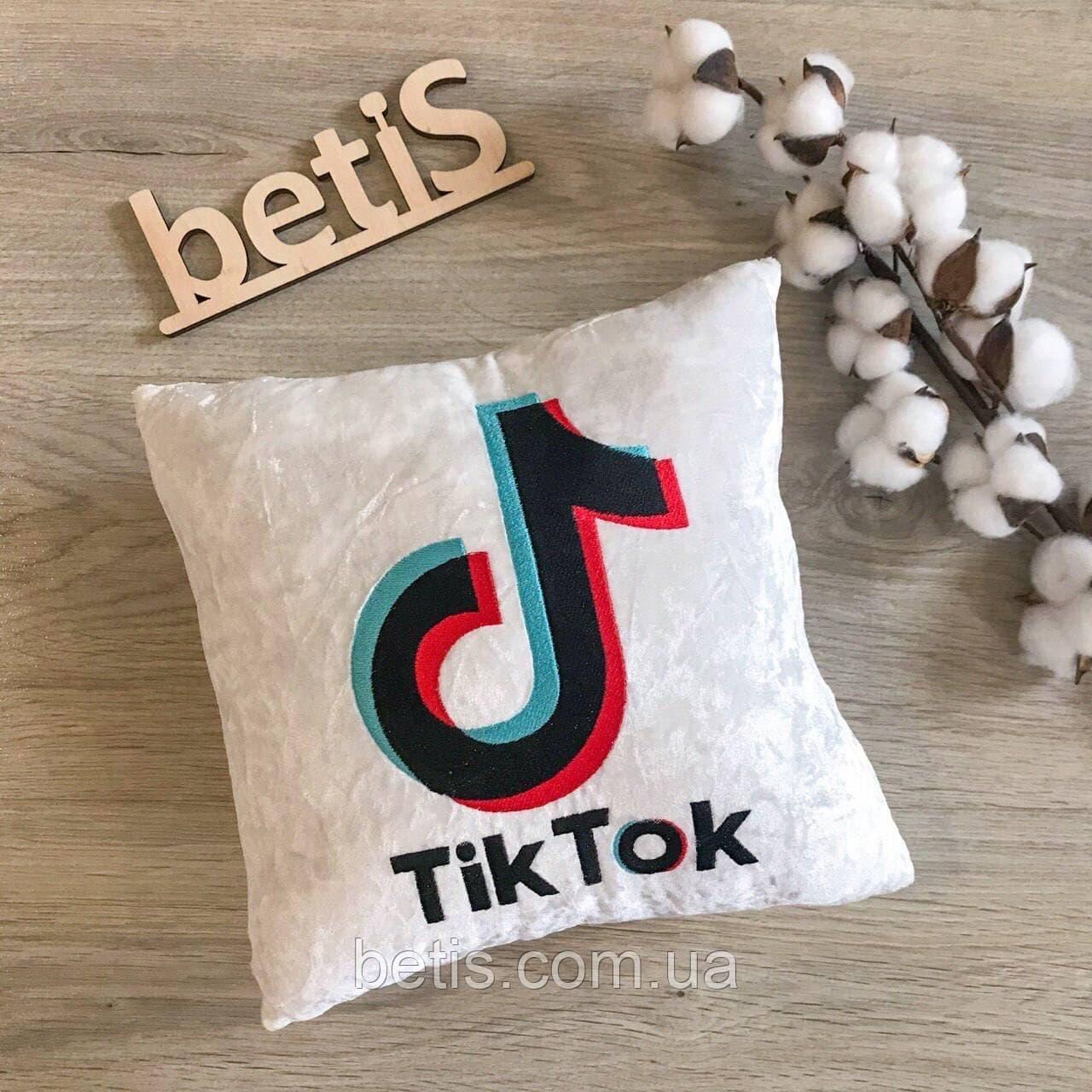 Подушка декоративна на подарунок з індивідуальною вишивкою