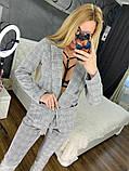 Женский стильный брючный костюм в клетку, фото 4