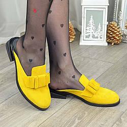 Шлепанцы женские замшевые на маленьком каблуке, цвет желтый