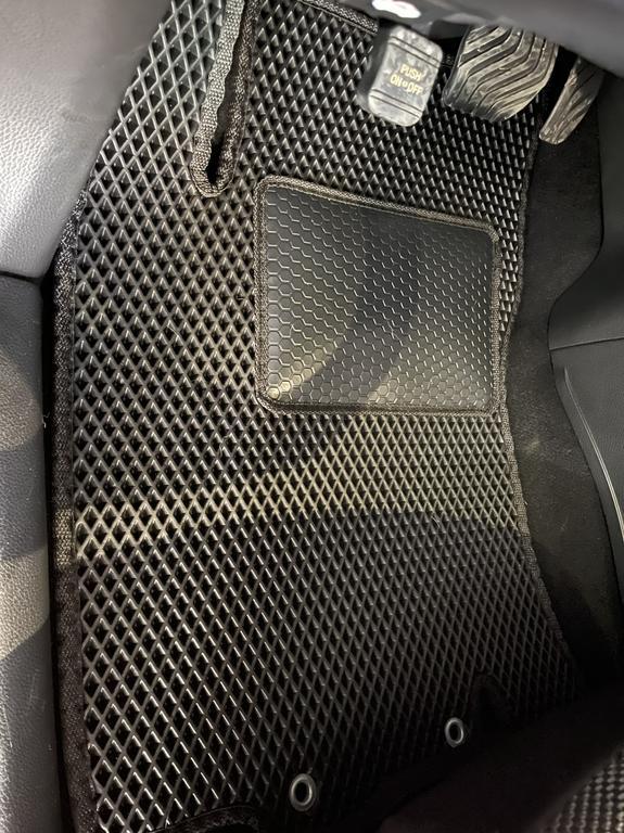 Наши коврики ЕВА в салоне Nissan Rogue Sport '17-