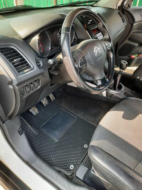 Наши коврики ЕВА в салоне Citroen C4 Aircross '12-