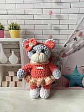 Мягкая вязаная плюшевая игрушка кошечка котёнок ручной работы.