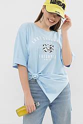 Довга жіноча блакитна футболка з принтом