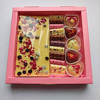 Подарочный шоколадный набор с белого и молочного бельгийского шоколада (Шоколадка+мини-плитки+конфеты)