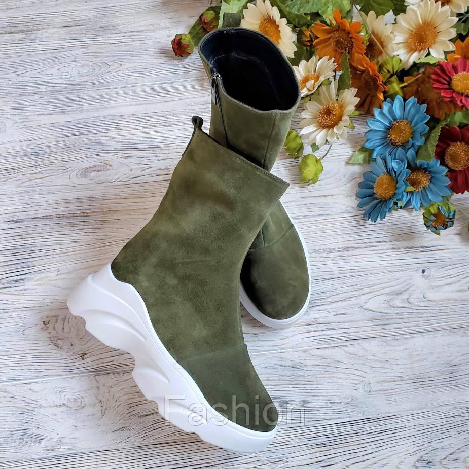 Замшеві черевики жіночі кольору хакі