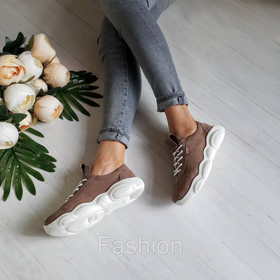 Бежеві замшеві кросівки жіночі
