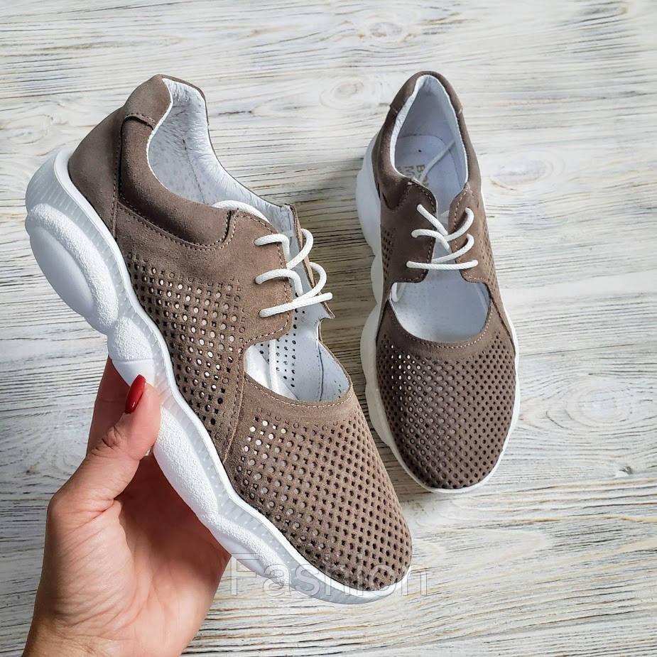 Темно-бежеві замшеві кросівки жіночі
