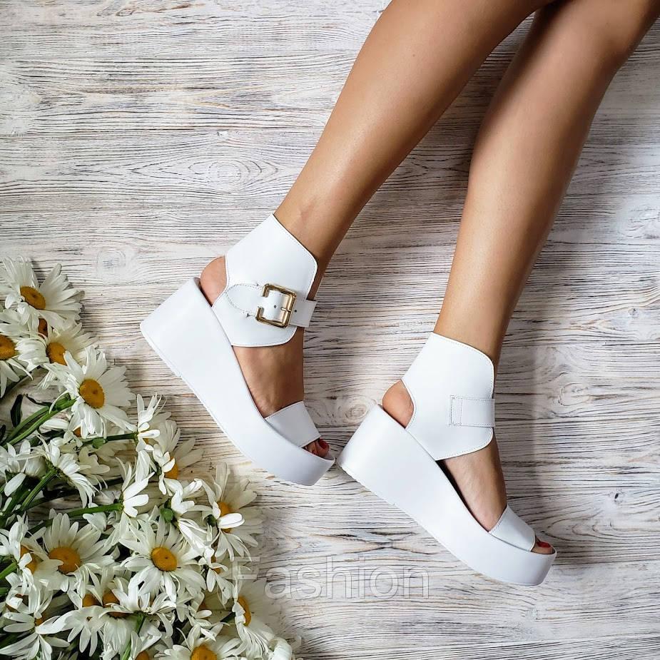 Білі шкіряні босоніжки Stile Strada de