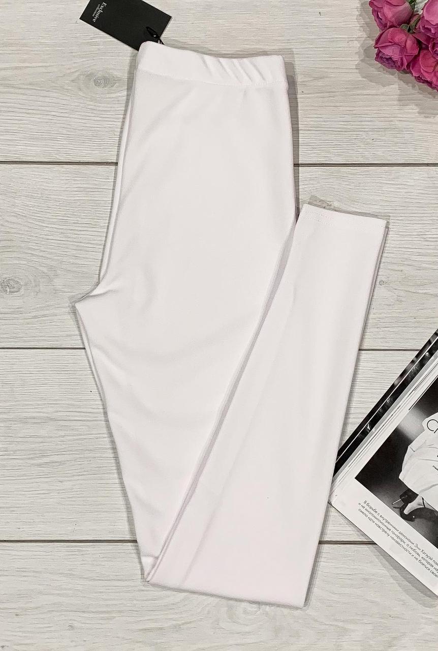 Стильные лосины белого цвета. Повседневная женская одежда.