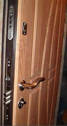 Замена, ремонт, установка замков и декоротивной отделки в металлических дверях,