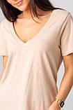 Базовая однотонная футболка с V-вырезом горловины с люрексовой нитью в 5 цветах в размерах S, M, L, XL., фото 7