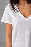 Базовая однотонная футболка с V-вырезом горловины с люрексовой нитью в 5 цветах в размерах S, M, L, XL., фото 9