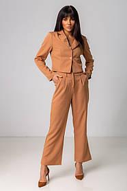 Модный женский карамельный костюм с брюками и коротким пиджаком  в размерах S, M,L.