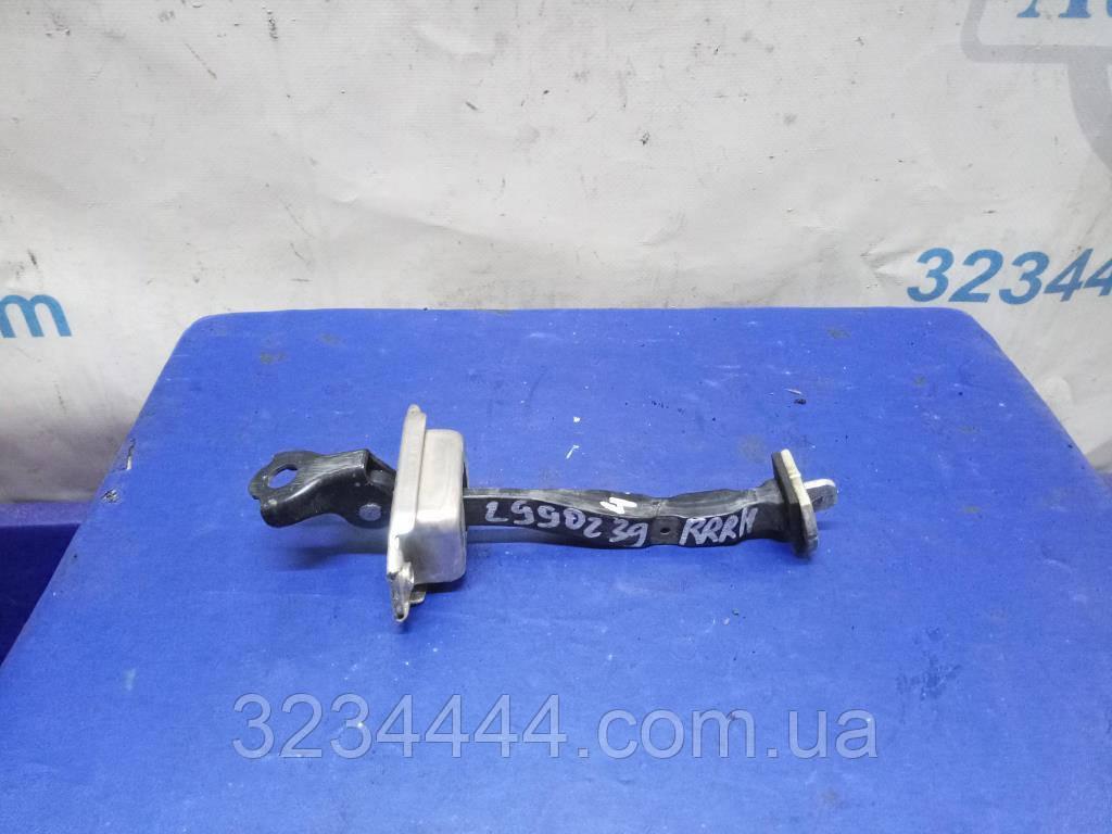 Обмежувач двері задній правий RR NISSAN Altima L33 12-18