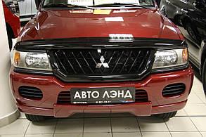 Дефлектор капота Mitsubishi Pajero Sport /Митсубиси Паджеро Спорт 1996-2009 Хик на крепежах