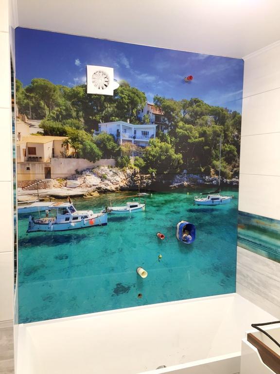 Стеклянное панно на стену ванной комнаты с фотопечатью бухты