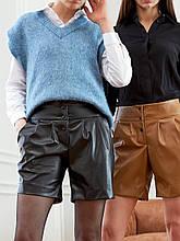 Модні шорти з косими кишенями з екокожі на кнопках