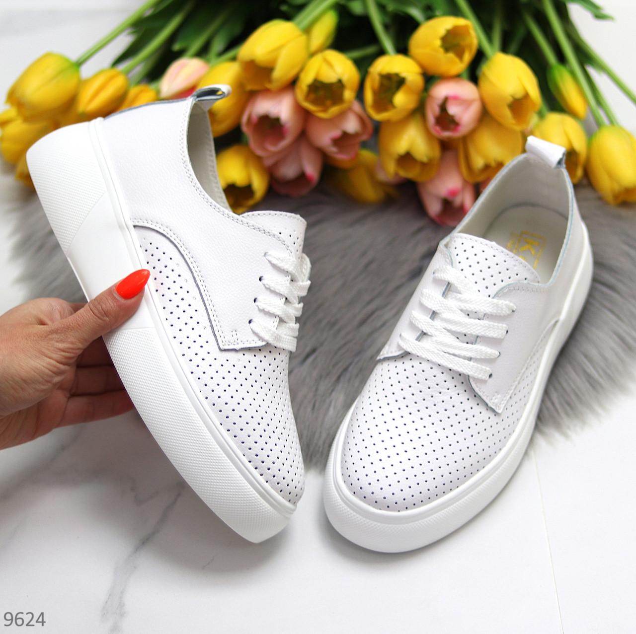 Модні повсякденні білі жіночі кросівки натуральна шкіра з перфорацією