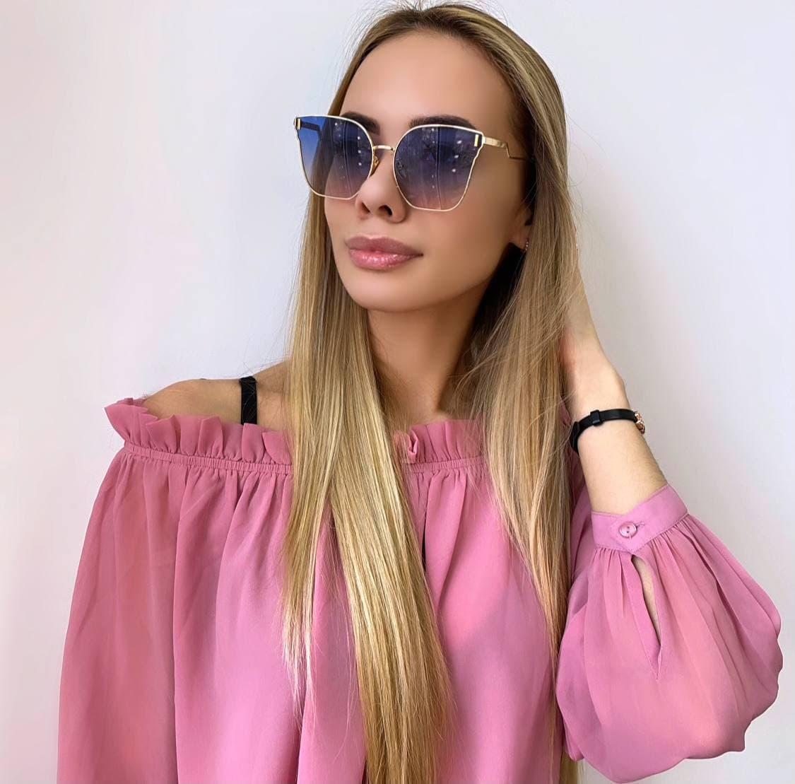 Женские синие солнцезащитные очки в золотой оправе