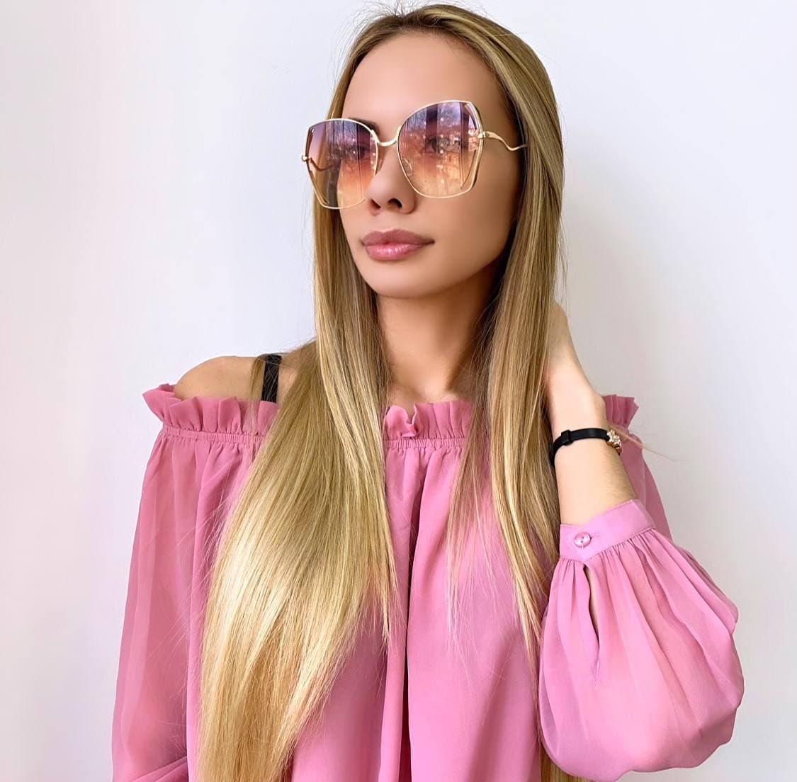 Жіночі сонцезахисні окуляри в золотій оправі