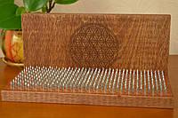 """Доска для стояния на гвоздях """"Цветок жизни"""" из натурального дерева для начинающих с шагом 1 см, коричневая"""