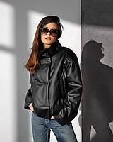 Демісезонна куртка актуального вільного прямого покрою із спущеною лінією плеча