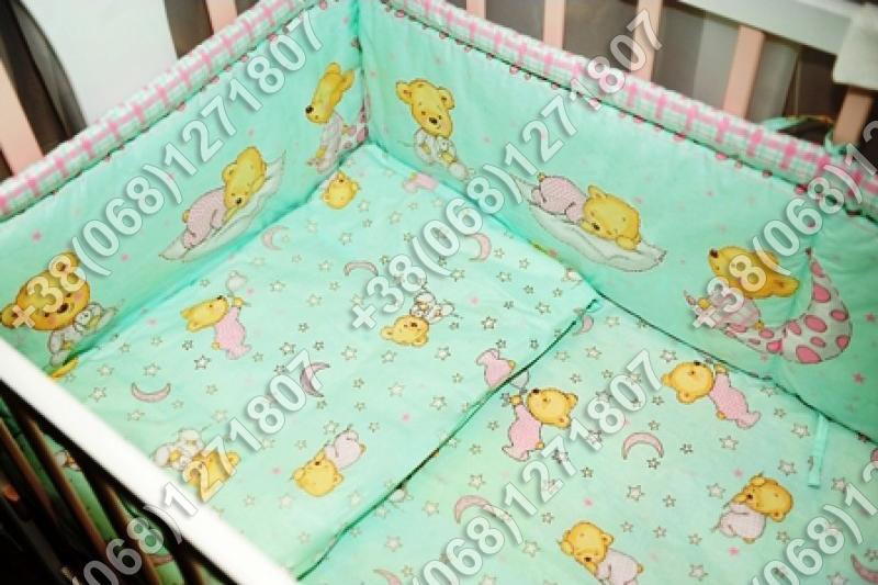Детское постельное белье и защита (бортик) в детскую кроватку (мишка на месяце салатовый)