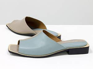 Стильні двоколірні шльопанці з квадратним носиком з натуральної італійської шкіри блакитного і бежевого кольору