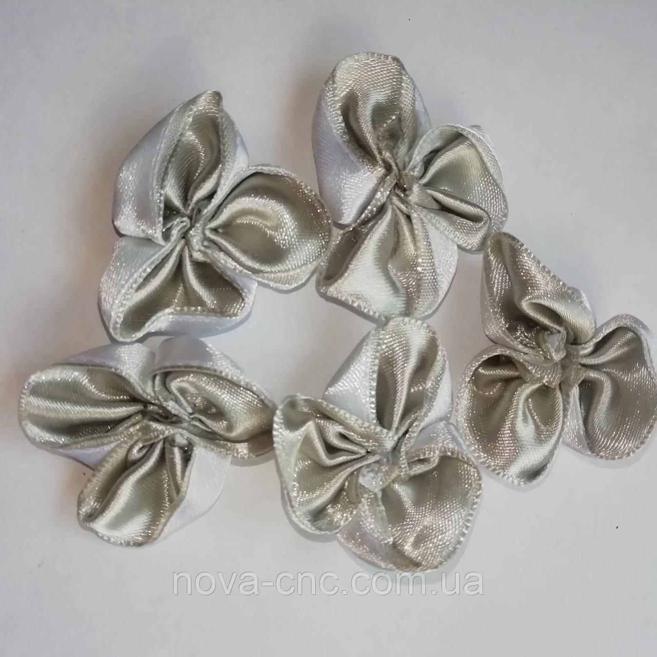 Цветы атласные для декора Цвет белый с серым 40 мм 25 шт