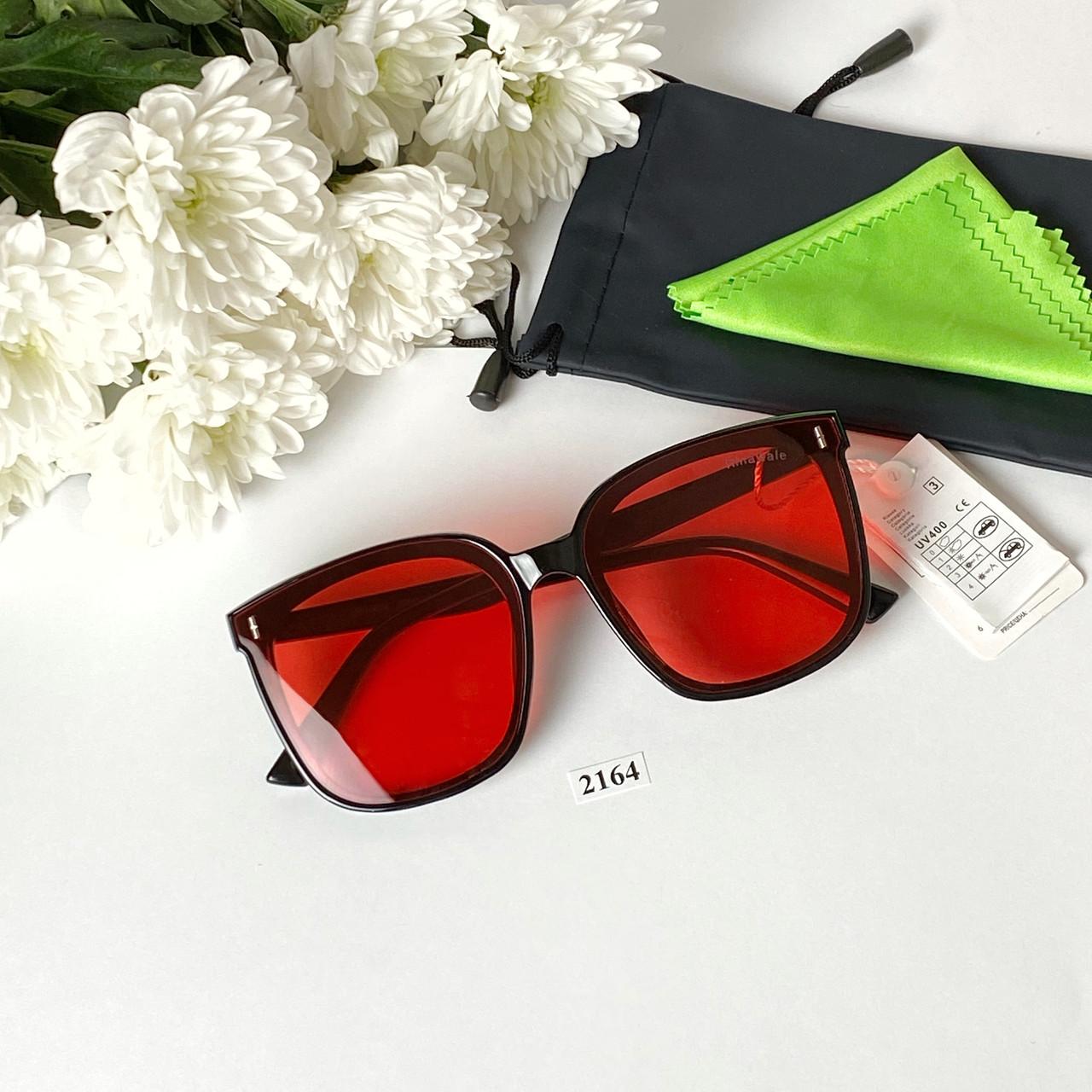 Солнцезащитные очки с красными линзами