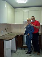 Бежевая с коричневым кухня, угловая, глянцевая, в хрущевку, фото 1