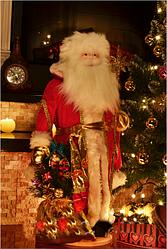 Декоративный дед Мороз в красной шубе с золотом 67 см