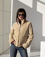 Модна бежева куртка вільного прямого крою з міцної водонепроникної плащової тканини і оксамитовим напиленням